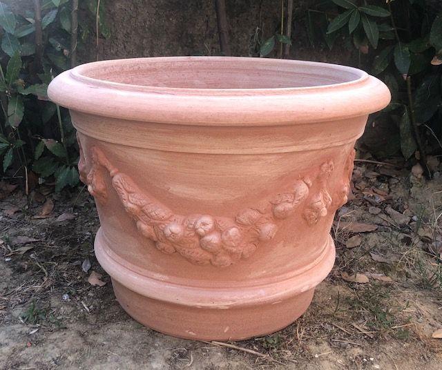 Large festooned vase 50x42xh35