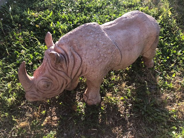 Rinoceronte 75Lx33hx22L