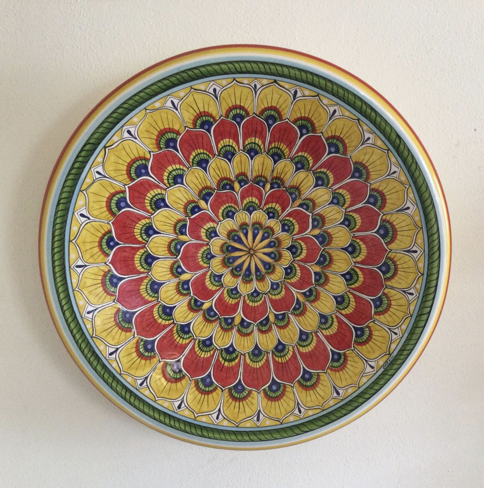 Wall plate cm 40 yellow and red peapock feather